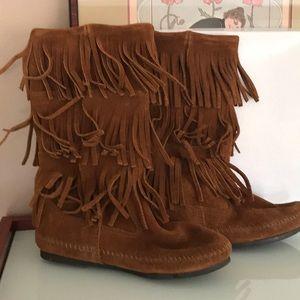 Minnetonka fringe boots size 7